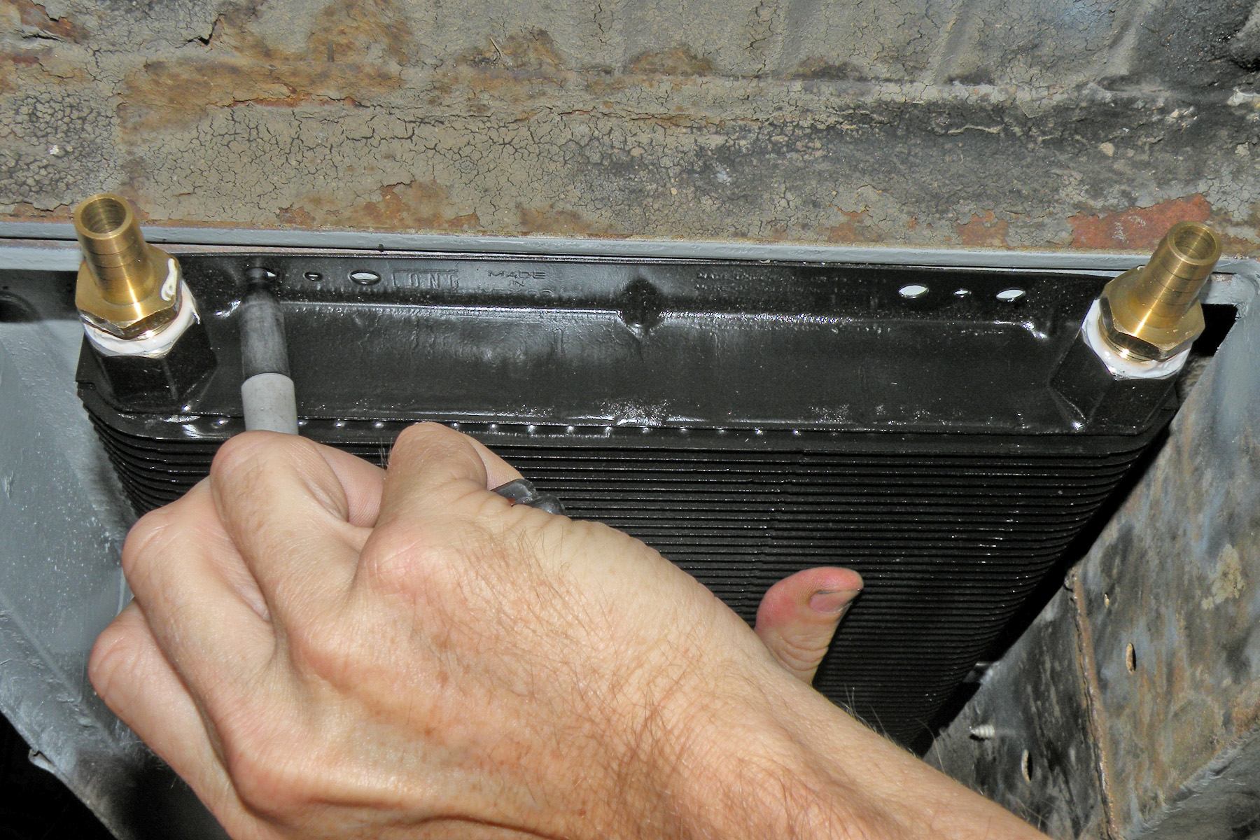 Mounting an external oil cooler on an early bus